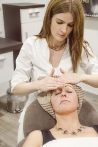 Gesichts-Massage als entspannender Abschluss nach der Gesichtsbehandlung