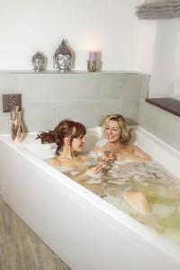 Wellnesbad in der Klangbadewanne beim Freundinnentag