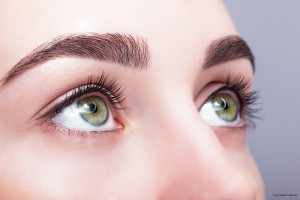 Perfekte Augenbrauen durch Augenbrauenextensions