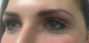 Wunderbare Augenbrauen mit Permanent Makeup
