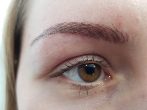 Permanent Make-up Augenbrauen im Cashmere-Stil
