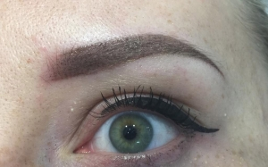 Micropigmentation-Arbeiten im Lifestyle von Steffi. Augenbrauen-Pudering im Omre Look